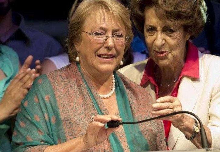Michelle Bachelet y su madre Ángela Jeria se refugiaron en Alemania durante la dictadura militar encabezada por Augusto Pinochet. (infobae.com)