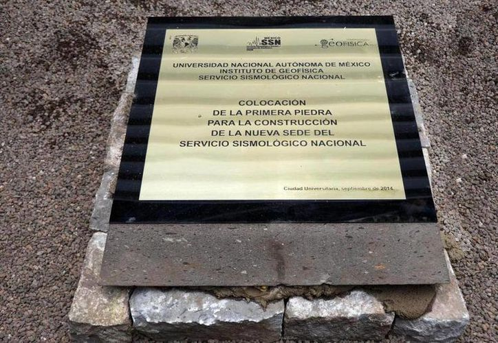 Investigadores y académicos del Instituto de Geofísica (IGf) de la UNAM colocaron la primera piedra de las nuevas instalaciones del SSN. (twitter.com/QRRTV)