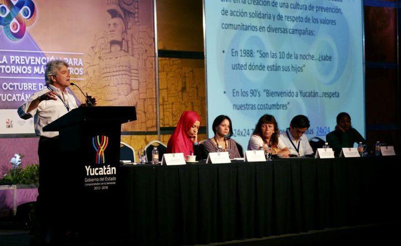 Jornada de este martes de la XXI Conferencia Internacional de Comunidades Seguras. En la imagen el ponente es Mario Ancona Teigell, cónsul de Francia en Yucatán. (Christian Ayala/SIPSE)