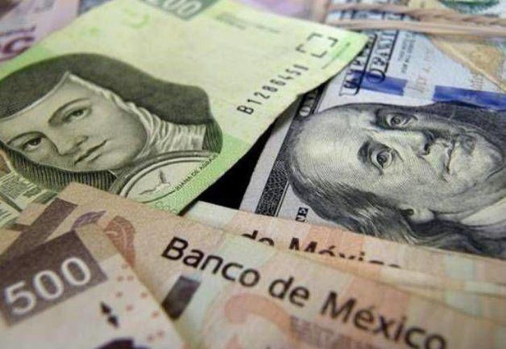 La depreciación del peso también está relacionada a un nuevo periodo de caídas en los precios del crudo. (elmanana.com)