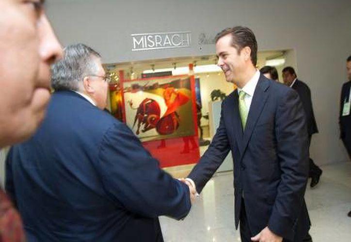 Javier Arrigunaga (d) con el director de Banxico, Agustín Carstens. (Milenio)