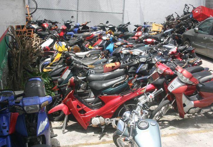 La mitad de las motocicletas que ha recuperado la Policía permanecen bajo custodia debido a que los dueños no pueden comprobar que son los propietarios.  (Irving Canul/SIPSE)