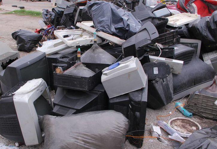 Televisores, radios y computadoras no deben terminar en la calle. (José Acosta/SIPSE)
