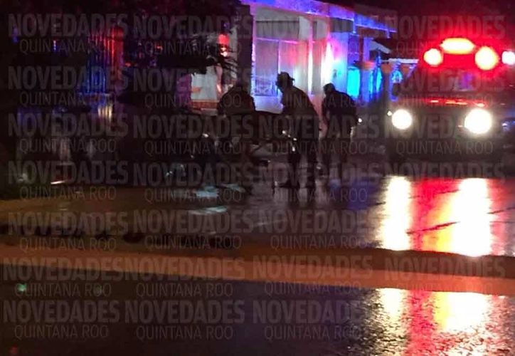 Sujetos a bordo de un vehículo le dispararon a una familia que se desplazaba en una motocicleta sobre la calle 155 Norte, el conductor falleció en el lugar. (Redacción/SIPSE)