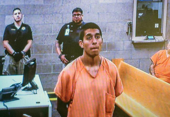 Alex Ríos, de 18 años, durante una comparecencia en video en un sitio de arraigo. Él y otros dos adolescentes son acusados de matar a dos indigentes en Albuquerque. (AP Photo/Albuquerque Journal, Roberto E. Rosales)
