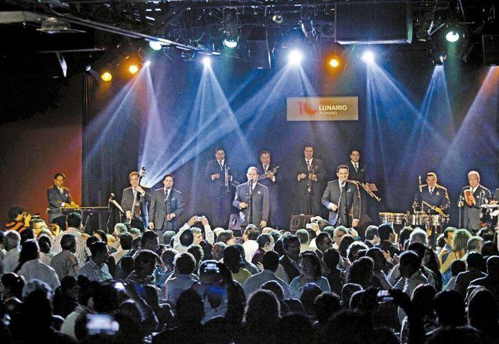 La Sonora Santanera se presentó en el Lunario del Auditorio el viernes pasado acompañado de la Sonora Dinamita. (Milenio)