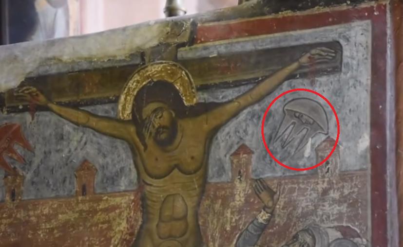 Según los ufólogos, estas representaciones implican no solo que durante la ejecución de Cristo estuvieron presentes los extraterrestres, sino que el mismo Jesús tiene origen extraterrestre. (Foto: Captura de Pantalla/YouTube)