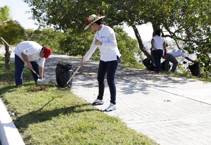 Con la jornada de limpieza se busca crear una conciencia de protección del medio ambiente en las zonas turísticas de Chetumal. (Redacción/SIPSE)