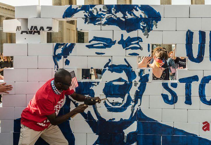 La administración central estadounidenses lleva 18 días parcialmente cerrada debido a que demócratas y republicanos no logran un acuerdo sobre el financiamiento para la construcción del muro fronterizo con México. (Foto: Flicker /avaaz)
