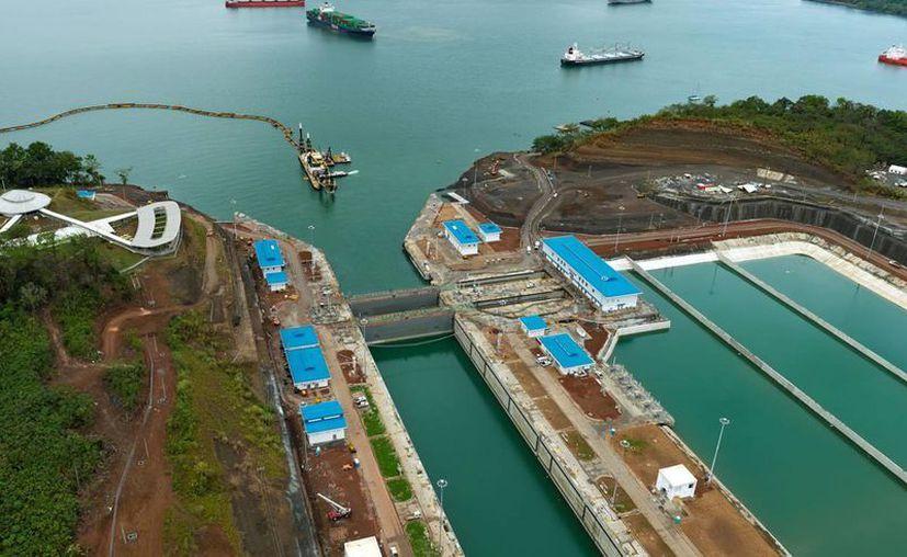 Imagen aérea del 15 de mayo de 2016 de un sector del Canal de Panamá cuya ampliación se rá inaugurada este domingo 26 de junio de 2016. (Foto: www.micanaldepanama.com)