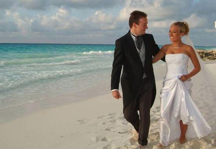 Cada matrimonio representa un ingreso de hasta 20 mil dólares para los organizadores. (Archivo/SIPSE)