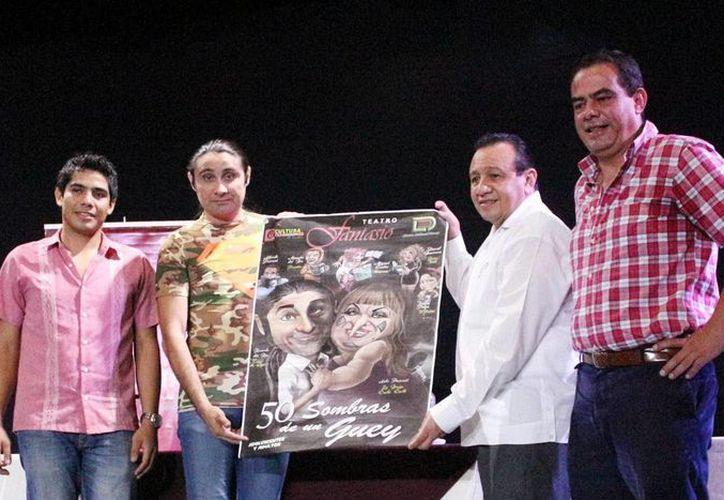 El teatro fantasío albergará de nuevo una placa conmemorativa al cumplirse las 50 representaciones de la obra '50 sombras de un güey'  protagonizada por 'Taco de ojo' y 'La bruja cuchi-cuchi' (Milenio Novedades)