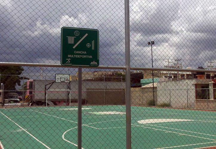 Los campos deportivos permanecen cerrados durante el día. (Milenio Novedades)