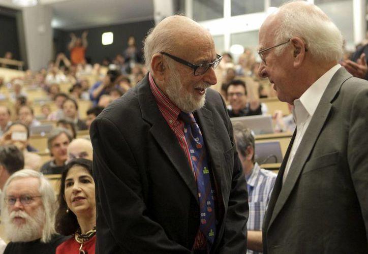 Los ganadores del Nobel de Física (foto) trabajaron durante años con mexicanos para descubrir el Gran Acelerador de Hadrones. (EFE)