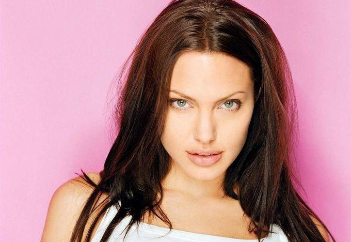 Angelina se casó con Bob Thornton en 2000, se divorciaron en 2003 y ella se casó con Brad Piit en 2005. (Agencias)