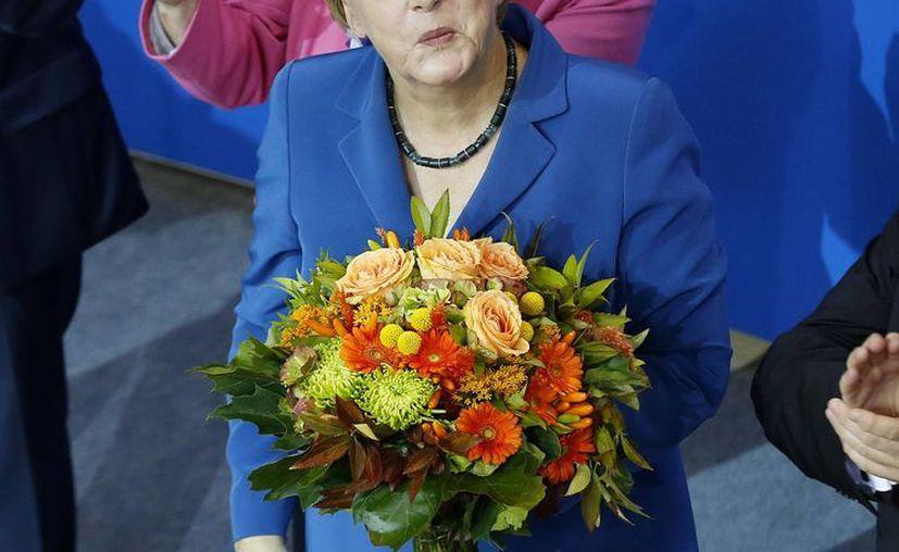 Al conocer las tendencias, Merkel dijo que 'es un gran resultado'. (Agencias)