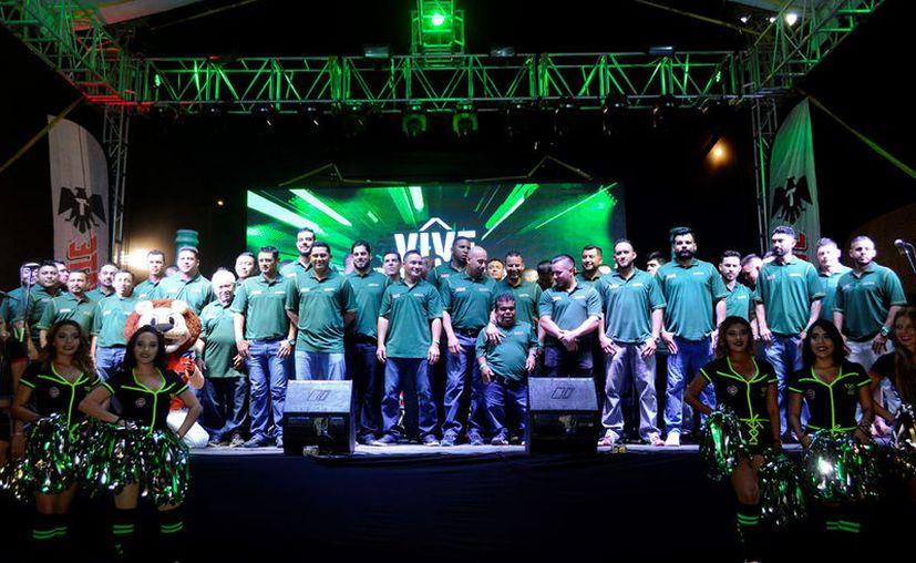 Los Leones de Yucatán fueron sumamente ovacionados por la afición. (Daniel Sandoval/ Milenio Novedades)
