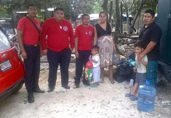 Piden la ayuda de la sociedad para que lleve cualquier donación a esta familia que perdió todo. (Redacción/SIPSE)