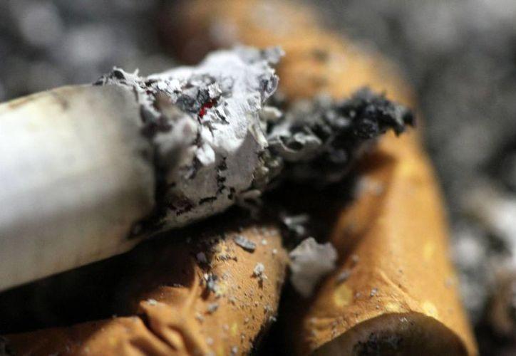 En Inglaterra, unos 300 mil casos de cáncer estuvieron vinculados al consumo de tabaco. (Archivo/Notimex)
