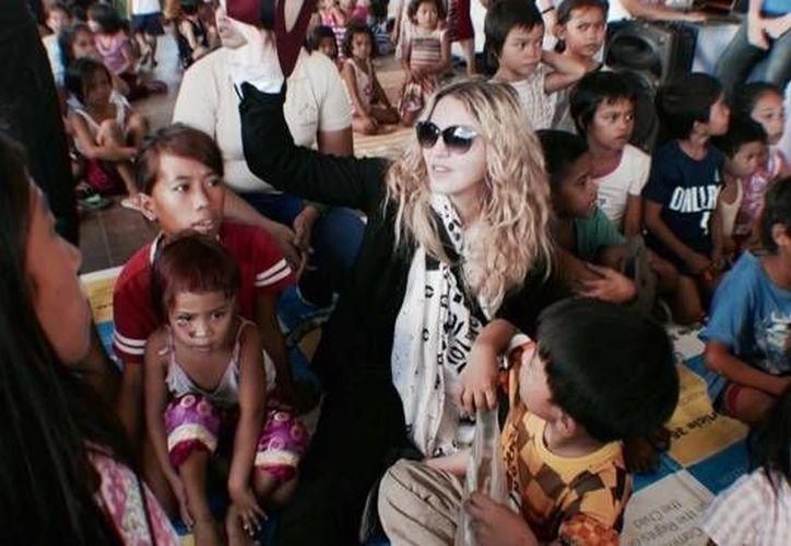 Madonna en la Bahay Tuluyan Foundation de Filipinas, donde la cantante convivió con niños víctimas de maltrato. (Imagen tomada de Instagram/ madonna)