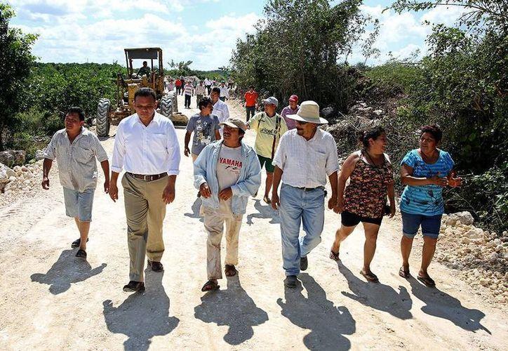 El gobernador Rolando Zapata dará inicio a la reconstrucción de un sub-tramo de la carretera Oxkutzcab-Xul. (Archivo/ Milenio Novedades)
