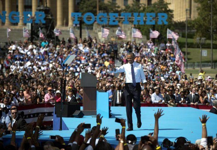 El presidente Obama habla durante un evento de campaña en apoyo de la candidata demócrata Hillary Clinton, en Filadelfia, Pensilvania. (EFE)