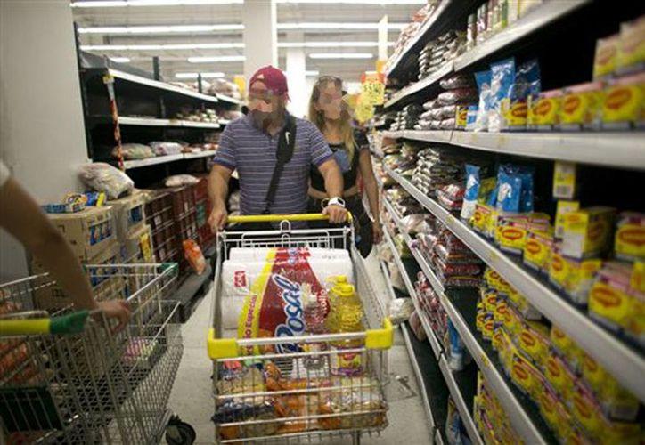 La pareja que devolvió la suma millonaria es buscada para darles una gratificación. (Foto ilustrativa tomada de starmedia.com)
