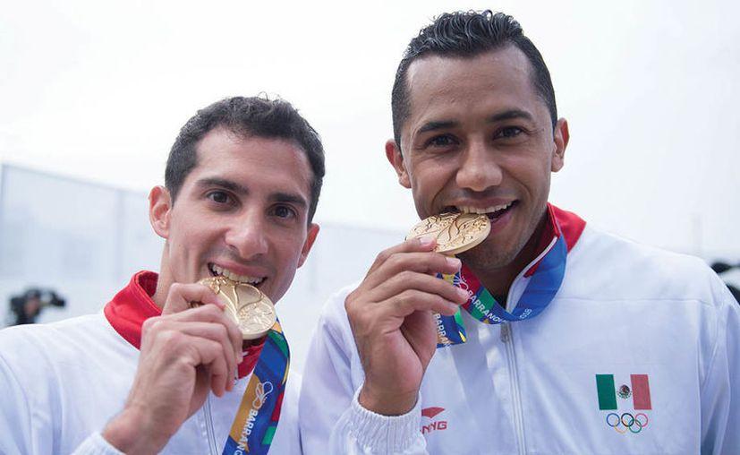 Los clavadistas Rommel Pacheco y Jahir Ocampo (Foto: Imagen tomada del Twitter de @RNDeportes1)