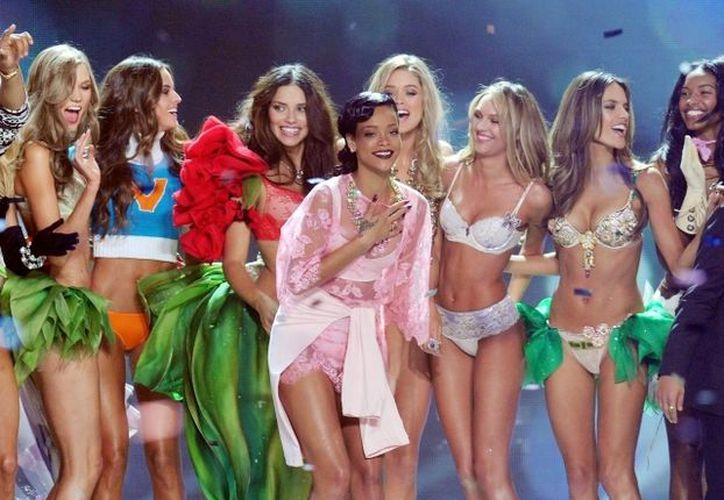Rihanna en el desfile de Victoria's Secret. (Agencias)