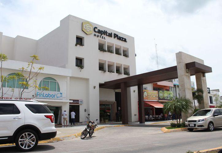 La capital es el receptor del turismo en la zona sur, por esta razón los visitantes pasan por los menos una noche en la ciudad. (Joel Zamora/SIPSE)