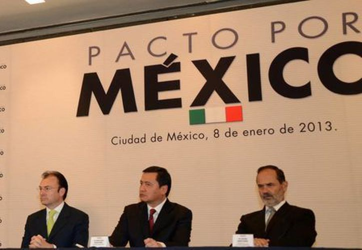 Autoridades federales y representantes de los partidos durante un evento del Pacto por México. (Notimex)