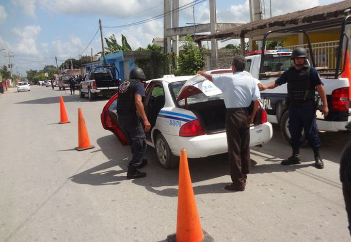 La Policía de Bacalar ha incrementado la vigilancia con motivo de la temporada de vacaciones de Semana Santa. (Javier Ortiz/SIPSE)