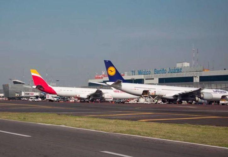 Grupo Aeroportuario de la Ciudad de México opera la terminal aérea del DF y participa también en el proyecto del nuevo aeropuerto internacional de la capital. (Archivo)