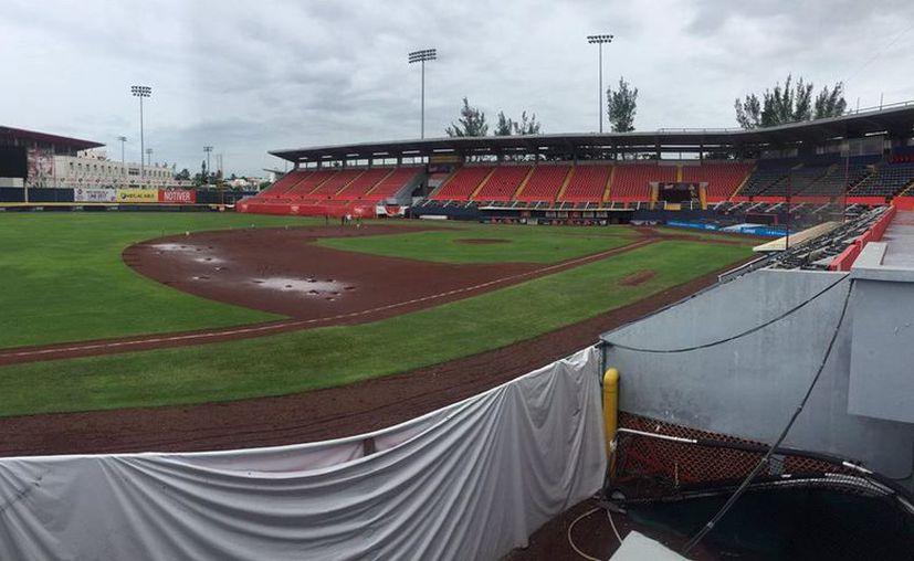 La lluvia dañó severamente el diamante. (Facebook: Leones de Yucatán)