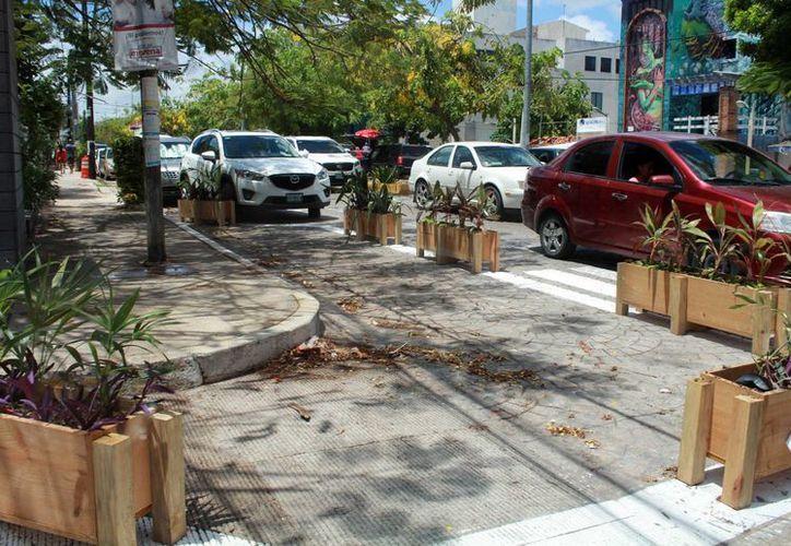 Los 'viene viene' ocupan estas calles por la gran afluencia de vehículos que circulan todos los días. (Luis Soto/SIPSE)