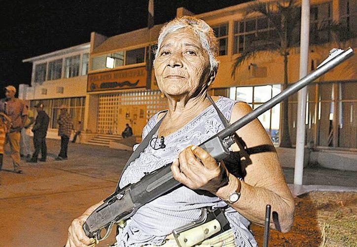 Genoveva Méndez, es una 'abuelita comunitaria' y su labor es vigilar el Palacio Municipal. (Milenio)