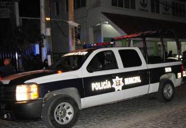 Los policías procedieron a detener al supuesto ladrón. (Foto de Contexto /Internet)