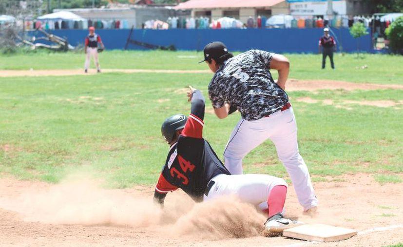 Emocionante duelo en la Dolores. (Foto: Novedades Yucatán)