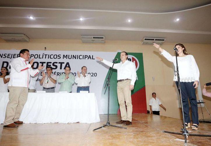 Cientos de consejeros priistas arroparon al nuevo líder del partido en Mérida, Jorge Esquivel Millet. (Cortesía)