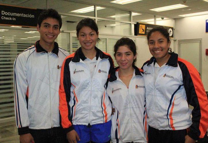 El equipo de luchas asociadas viajó a Campeche con 55 deportistas. (Redacción/SIPSE)