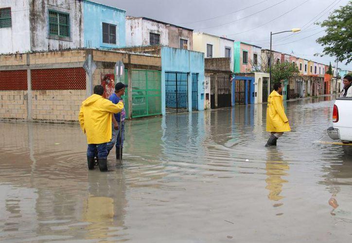 Se detectaron puntos de inundación en varios cruces de la ciudad. (Tomás Álvarez/SIPSE)