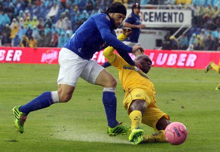 Ambos equipos trataron infructuosamente de meter un segundo gol para el desempate. (Agencias)