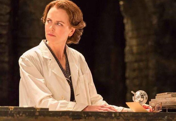La actriz Nicole Kidman interpreta a una científica en la obra teatral 'Photograph 51'. Su actuación ha sido aclamada por porte de la crítica inglesa. (independent.co.uk)
