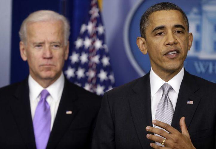 El presidente Barack Obama al anunciar que el vicepresidente Joe Biden encabezará un grupo de trabajo que elaborará propuestas para reducir la violencia relacionada con las armas. (Agencias)