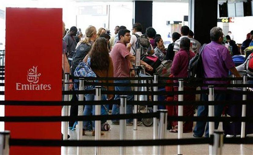 Abogados defensores de migrantes vigilarán en los aeropuertos de Estados Unidos que los viajeros que cumplan con los requisitos puedan ingresar al país. (elnuevoherald.com)