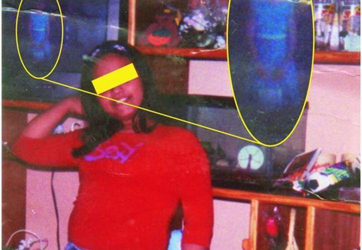 Foto tomada en Umán, en la que aparece el fantasma de una niña que murió de leucemia años atrás. (Jorge Moreno/SIPSE)