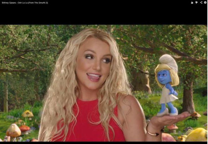 En el video aparecen los hijos de la Princesa del pop, quienes son admiradores de los Pitufos. (YouTube)
