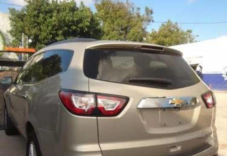 El automóvil en el que se encontraba el sujeto fue asegurado por las autoridades tras su detención. (Redacción/SIPSE)