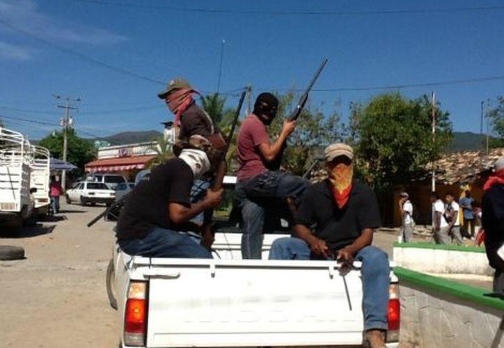 Con rostros cubiertos y empuñando sus escopetas y pistolas, los líderes embozados aclararon que el suyo es un movimiento popular. (Milenio)