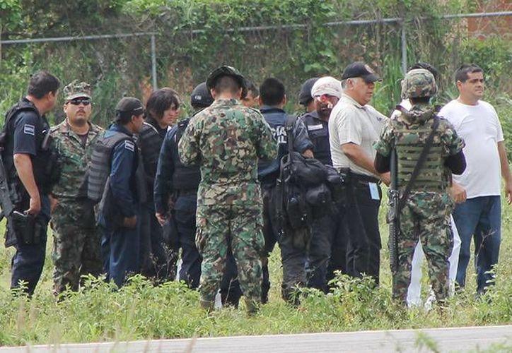 En el lugar donde quedó el cuerpo inerte de Luis Felipe Hernández Muñiz fueron localizados nueve casquillos calibre 40 milímetros tras el crimen en Chihuahua. (excelsior.com.mx)